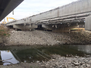 A picture of wires and demolished bridge infrastructure.